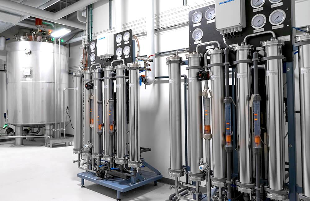 Single pass reverse osmosis system in stainless steel