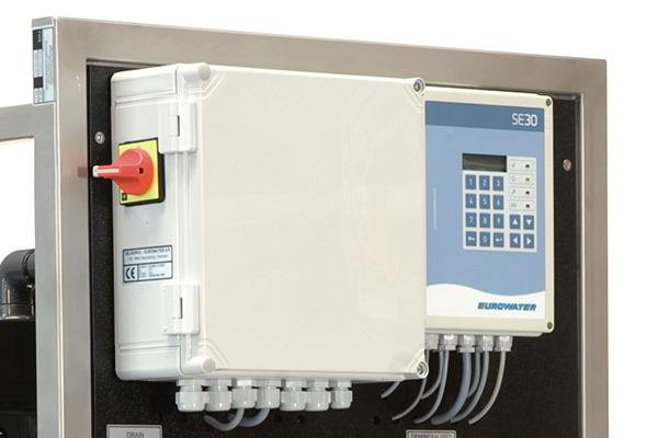SE30 control system for compact RO
