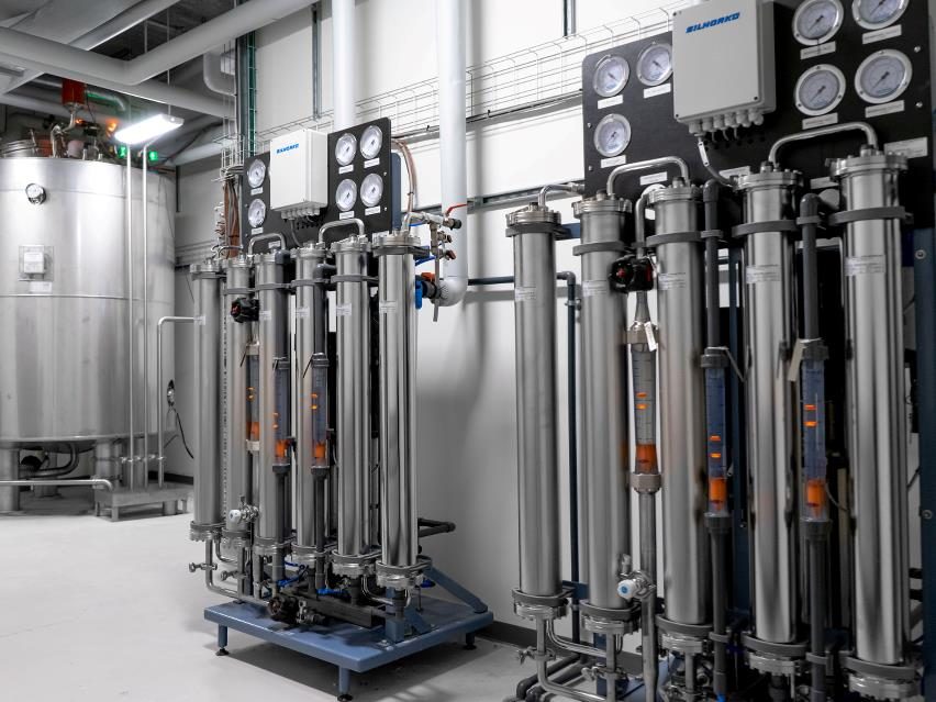 Reverse osmosis in stainless steel used at hospital